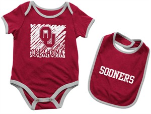 Infant Oklahoma Sooners Crimson Look At The Baby Onesie and Bib Set